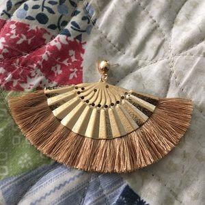 Jewelry - NWT fan tassel earrings tan and gold